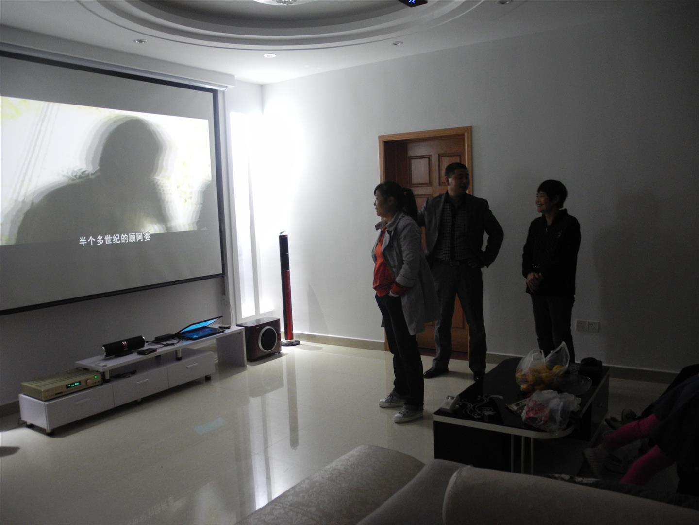 (原创)装修客厅安装微型投影仪放120吋