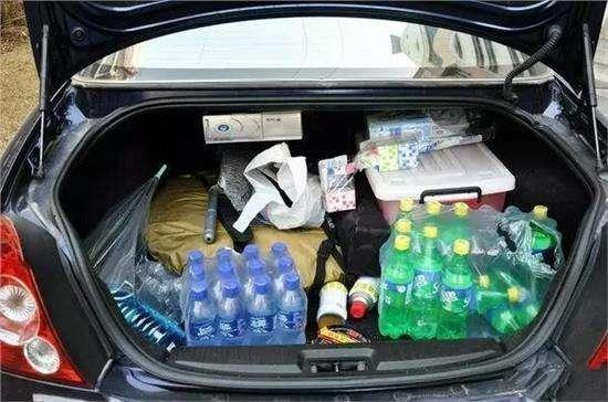 夏天瓶装水饮料放在汽车后备箱到底会不会有毒? 转贴:汽车相关 第1张