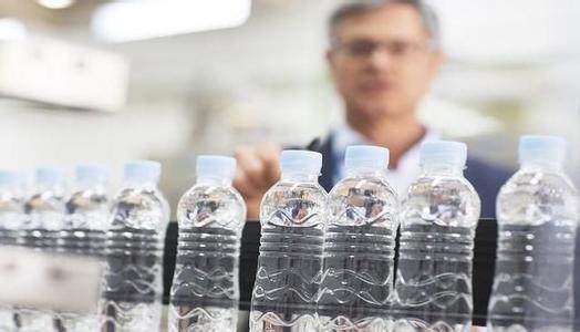 夏天瓶装水饮料放在汽车后备箱到底会不会有毒? 转贴:汽车相关 第2张