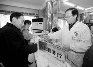 1984年设立的院长服务台,一直坚持到现在。 记者 马青 摄
